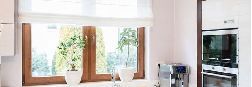 Co na okno w kuchni, salonie i łazience?